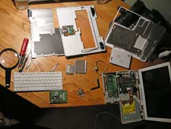 iBook G4 in pieces